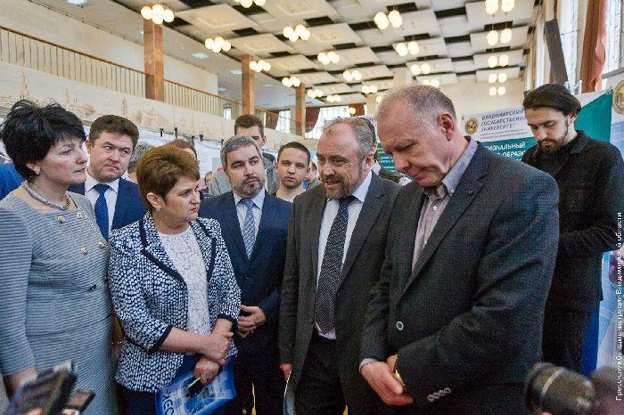 Игорь Руденя поздравил работников торговли, бытового обслуживания иЖКХ спраздником