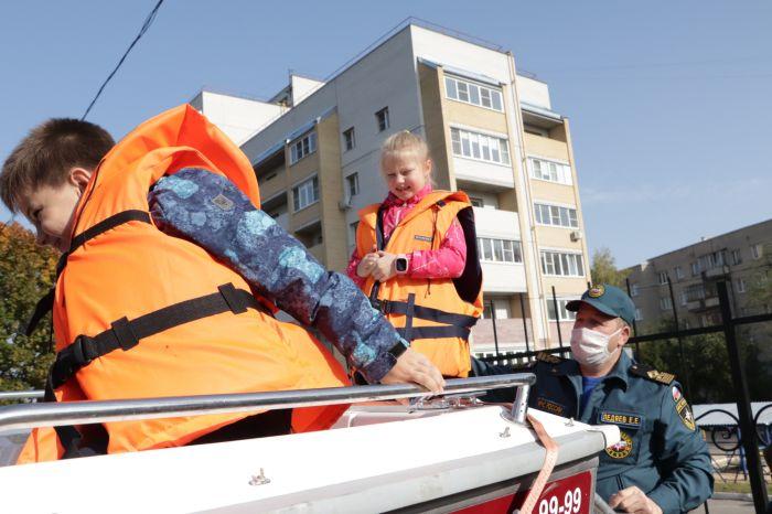 Сотрудники ГИМС провели познавательную экскурсию для детей из Владимира
