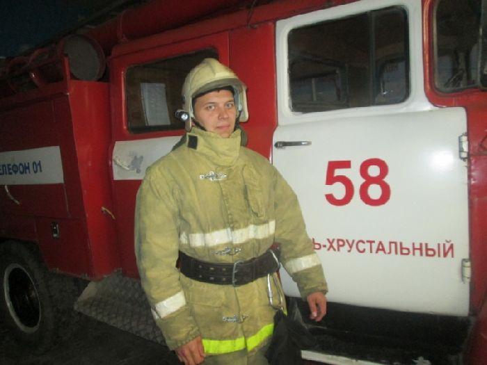 ВГусь-Хрустальном пожарный наруках вынес пенсионерку изгорящей квартиры