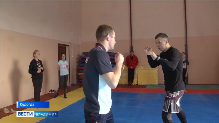 В Судогде спецназовцы УФСИН провели тренировки для детей